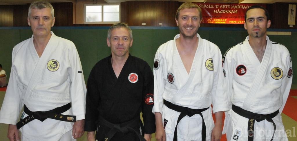 Les nouveaux grades du cercle d'arts martiaux.  Photo A. B. (CPL)